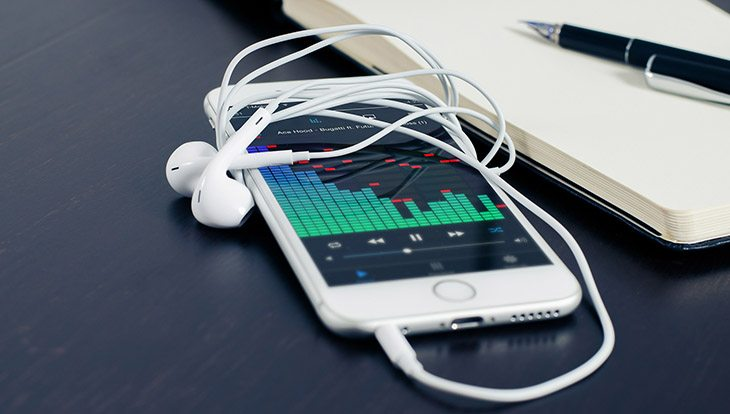телефон с музыкой