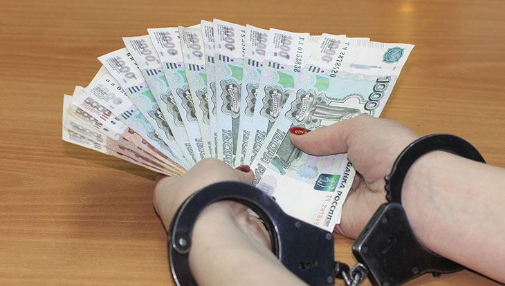 деньги наручники мошенник