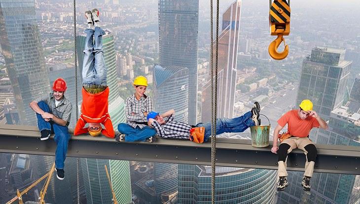 строители на перерыве
